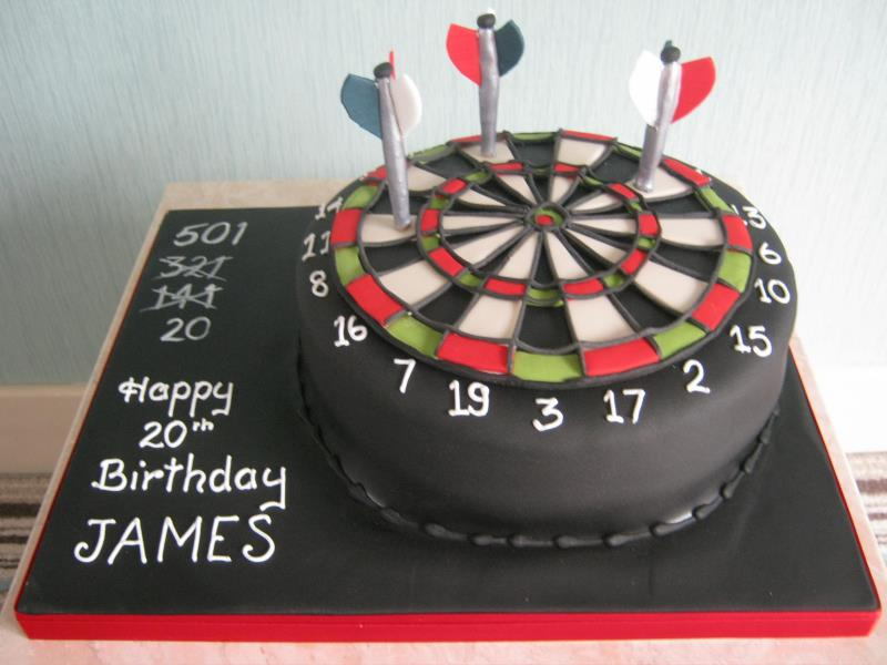Dartboard cake in plain sponge for darts fan James from Poulton