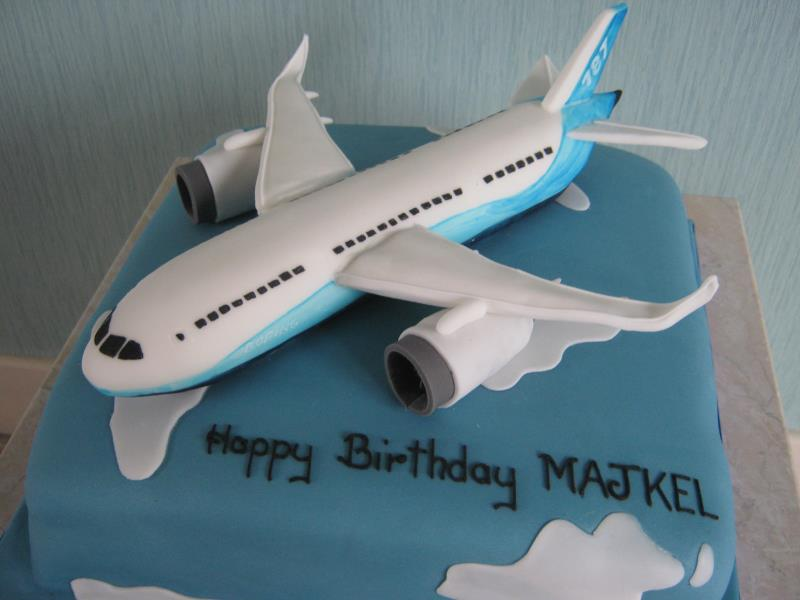 Dreamline 787 Boing jet in chocolate sponge for Majkel's birthday in Liverpool