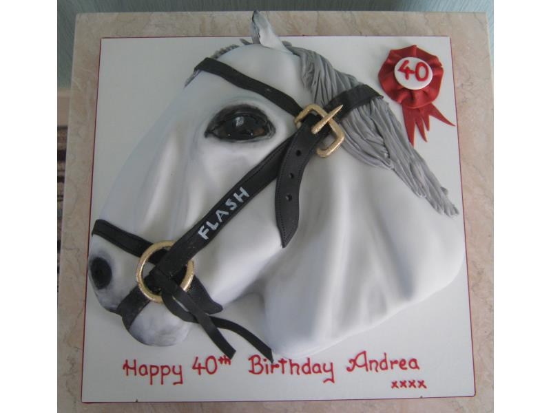 Gray horse head for horse mad Andrea in #Preston in vanilla sponge