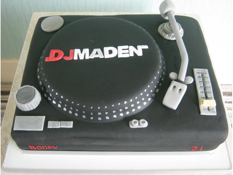 DJ Deck for son's 21st in Blackpool made in vanilla sponge and based on Technics model