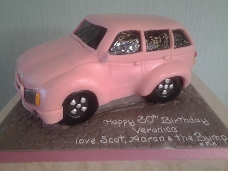 Pink Range Rover for Veronica from Clackmannanshire in chocolate sponge.