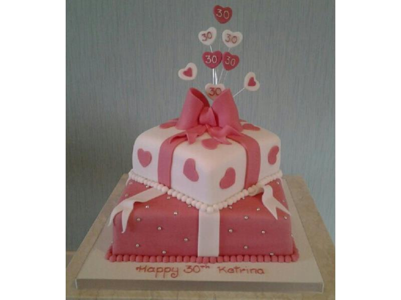 Kartina - 30th birthday cake in vanilla songe. 2 tiers with hearts, bow and number burst
